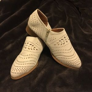 Shoes - EMBROIDERED BOOTIES. SIZE 8 or 39